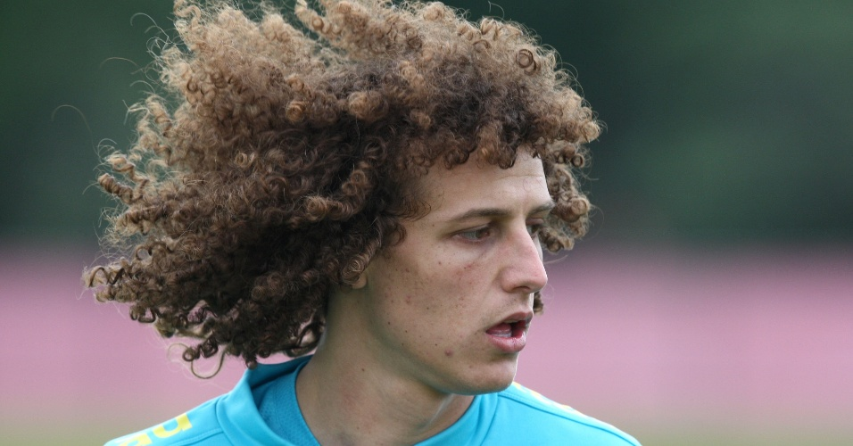 Recuperado de leso, o zagueiro David Luiz participou de treino da seleo brasileira em Nova Jersey