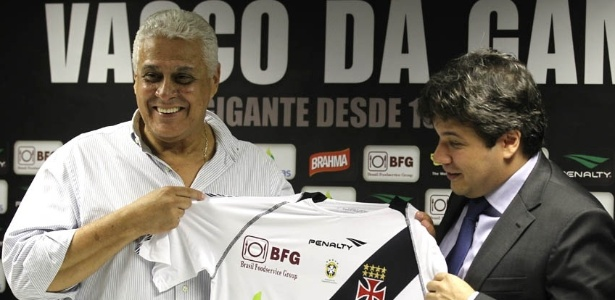 Roberto Dinamite apresenta novo patrocinador da camisa do Vasco (05/06/2012)