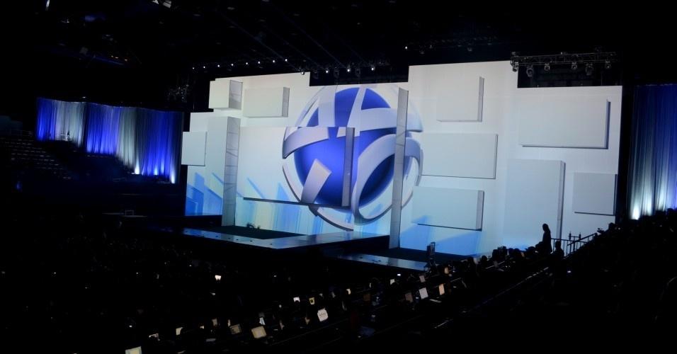 Visão geral do Los Angeles Memorial Sports Arena, palco da conferência da Sony na E3 de 2012