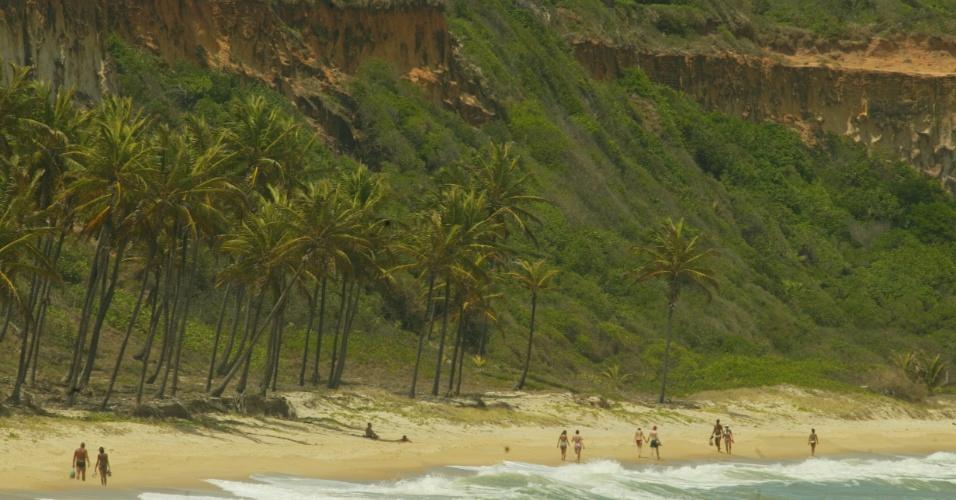 Vista da praia de Pipa, localizada numa região do município de Tibau do Sul (RN), onde as dunas possuem areia branca e a mata atlântica ainda está preparada