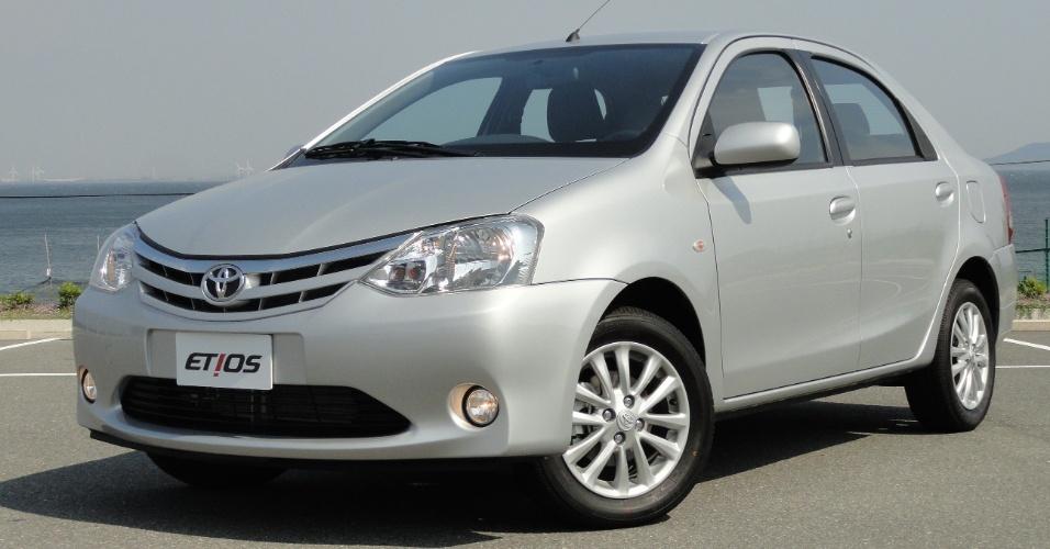 A variação sedã do Etios parece bastante com o Renault Logan, mas a Toyota não gosta da comparação