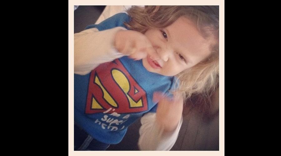 Adriane Galisteu divulgou foto do filho Vittorio com uma camisa do Super-Homem (6/5/12)