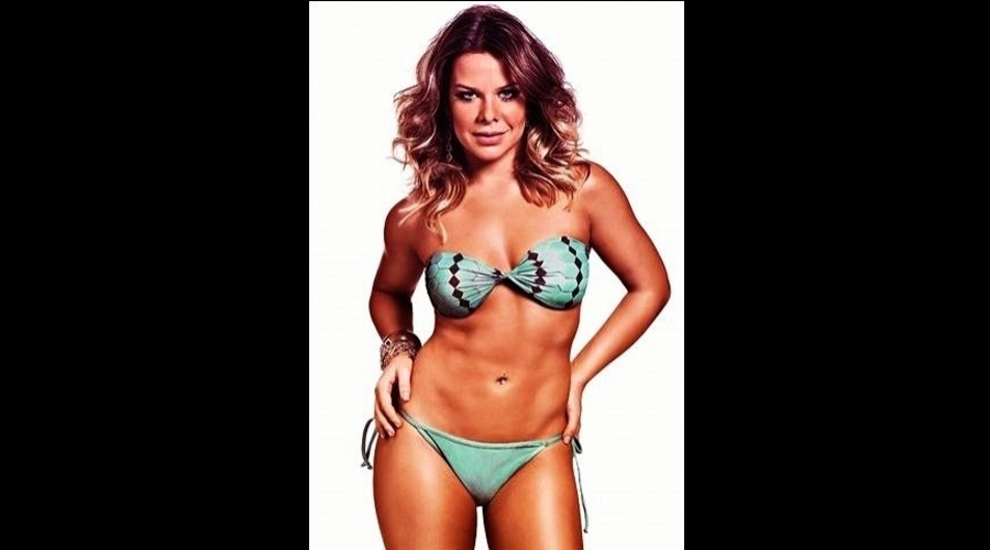 Fernanda Souza exibiu a barriga sarada em ensaio fotográfico para a revista