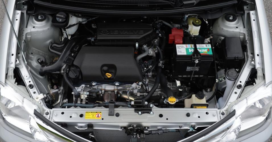 Hatch terá motores 1.3 e 1.5 de 16 válvulas, enquanto o sedã usará apenas o 1.5; câmbio é sempre de cinco marchas