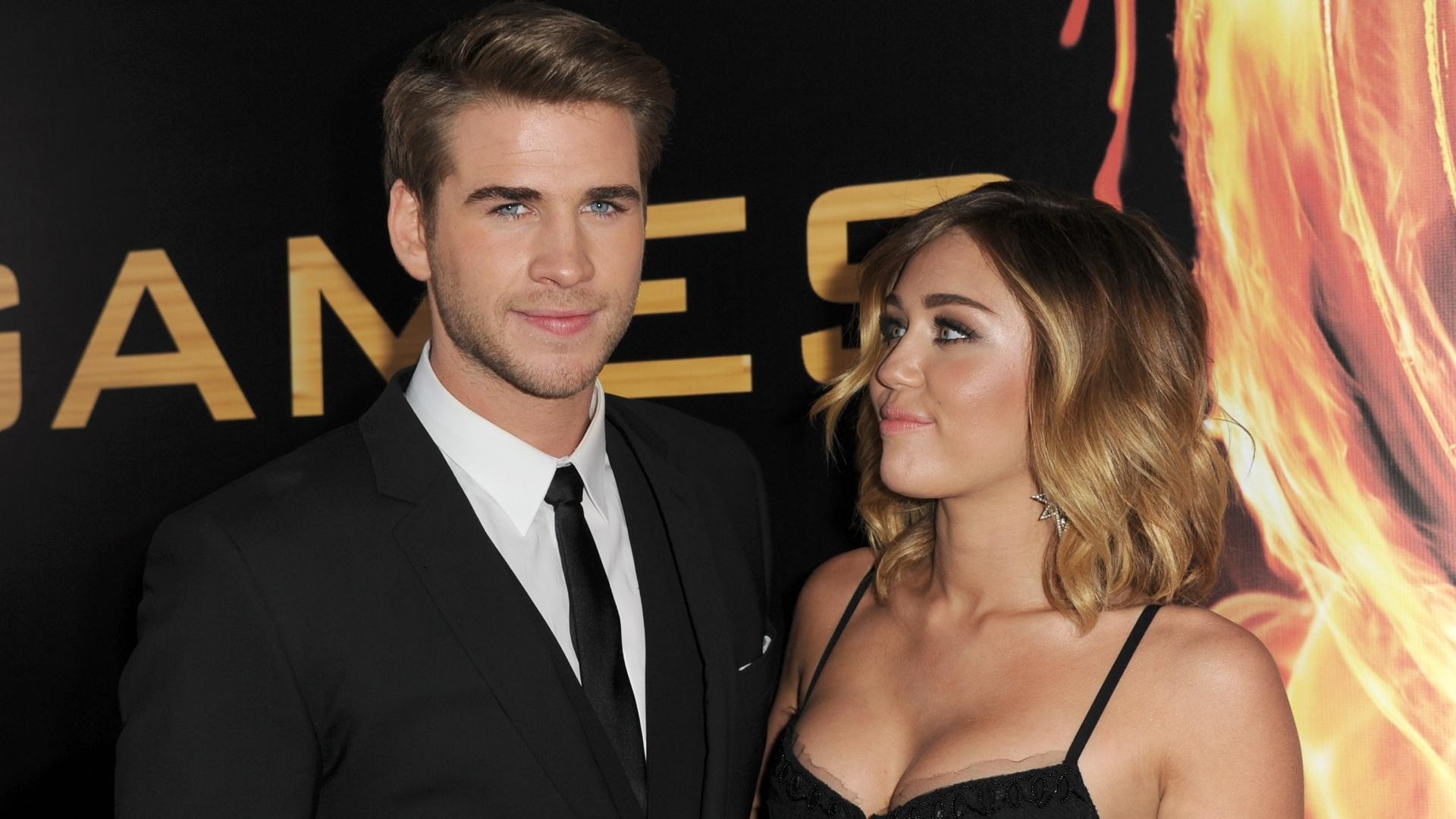 Liam Hemsworth e Miley Cyrus na première de
