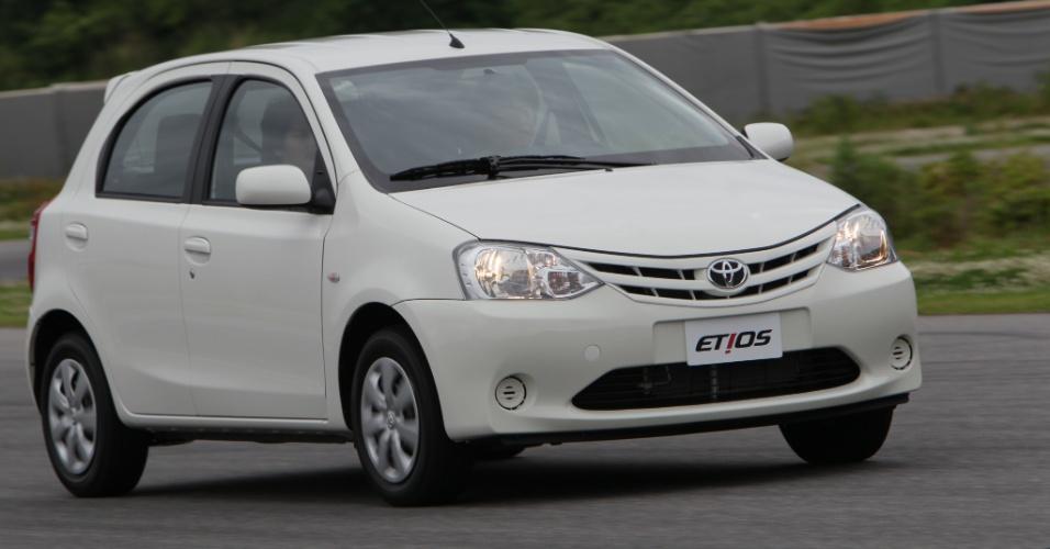 O Etios é o primeiro modelo compacto da Toyota a ser vendido no Brasil; há vários em outros mercados