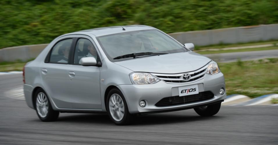 Sedã Etios tem motor 1,5 litro bicombustível; ele investirá contra VW Voyage e Fiat Siena, entre outros