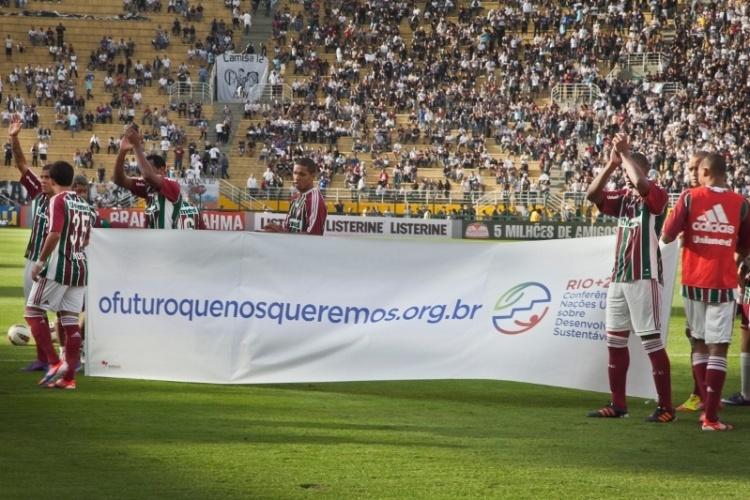 """Corinthians e Fluminense entram em campo apoiando a campanha """"Eu sou Nós"""", lançada pela ONU e pelo Comitê Nacional Organizador da Rio+20 para que população se envolva nas discussões sobre desenvolvimento sustentável"""