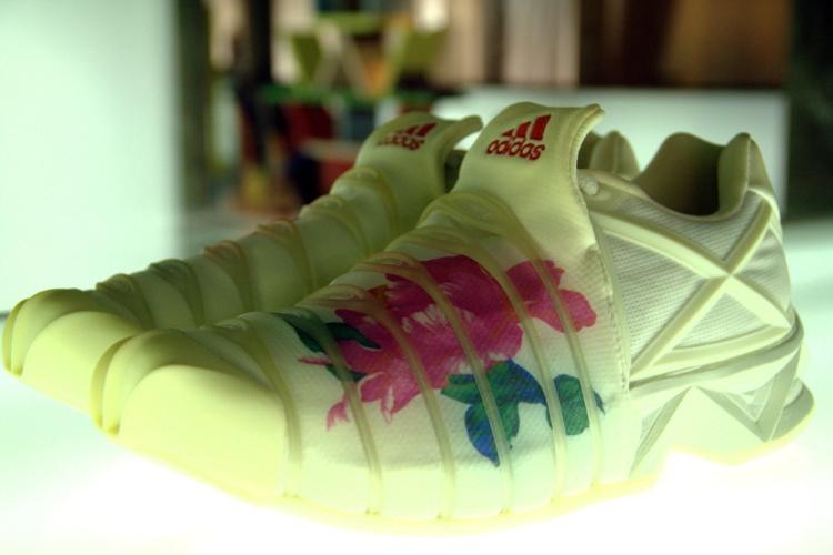 Esta versão feminina do tênis Adidas, assinada pelo japonês Yohji Yamamoto, é uma das peças que podem ser vistas no museu de Lisboa com acervo dedicado ao design do século 20