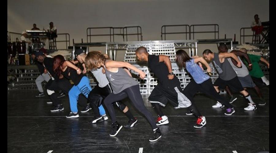 Jennifer Lopez ensaiou para as apresentações que fará no Brasil (7/6/12)