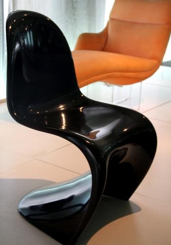 O Mude, museu de design e moda localizado em Lisboa, abriga peças como a cadeira Panton criada no final da década de 1960 pelo dinamarquês Verner Panton com espuma rígida de poliuretano