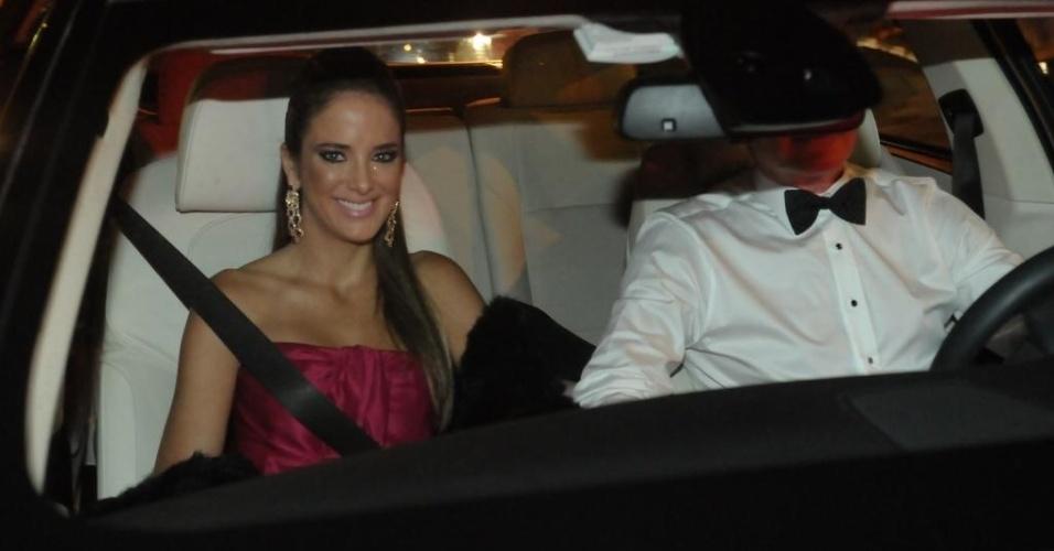 Ticiane Pinheiro e Roberto Justus chegam ao casamento de David Safra, filho de Joseph Safra, e Tammy Kattan, em São Paulo (6/6/12)