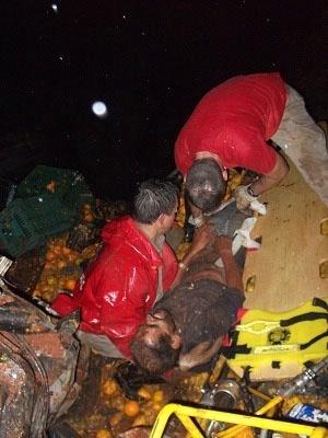 8.jun.2012 - Caminhoneiro Renato Varela de Oliveira, 43, foi resgatado, na noite desta quinta-feira, após ficar cinco dias soterrado no Paraná