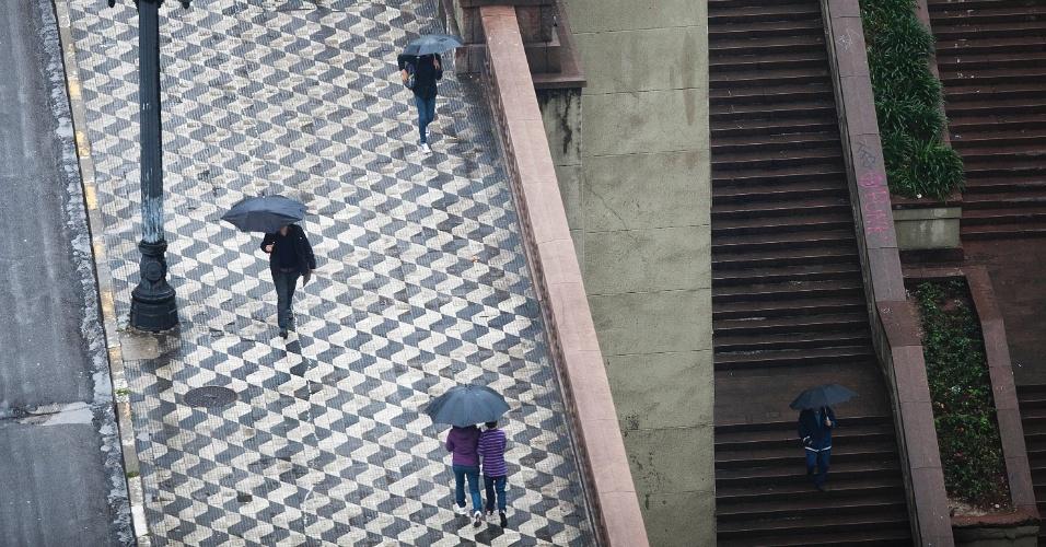 8.jun.2012 - Chuva no centro de SP