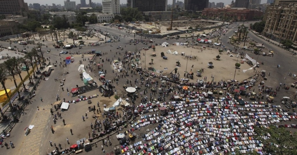 8;jun.2012 - Manifestantes reunidos na Pra&#231;a Tahrir, na capital eg&#237;pcia, Cairo
