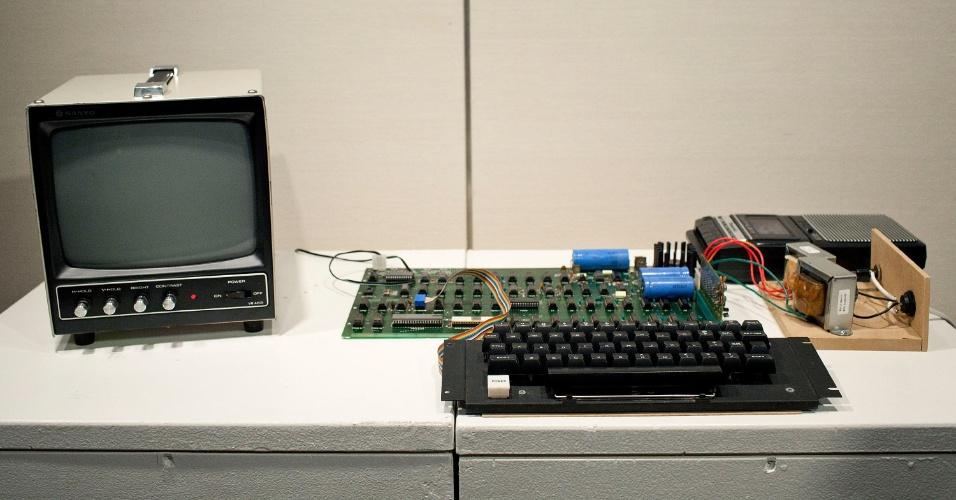8.jun.2012 - Primeiro computador da Apple é colocado à venda