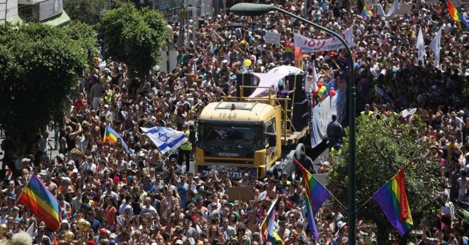 8.jun.2012- Multido celebram a  parade gay em Tel Aviv, Israel