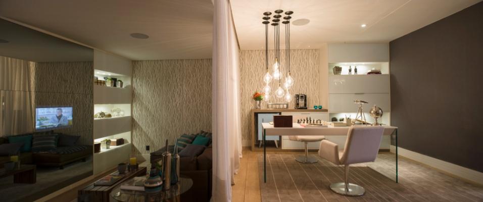 A arquiteta Glaucia Taraskevicius criou uma suíte para o empresário - e um dos promotores da São Paulo Fashion Week - Paulo Borges. Aconchegante, o espaço remete à moda através de elementos como os tecidos de alfaiataria. Destaque para a disposição modular e integrada dos espaços