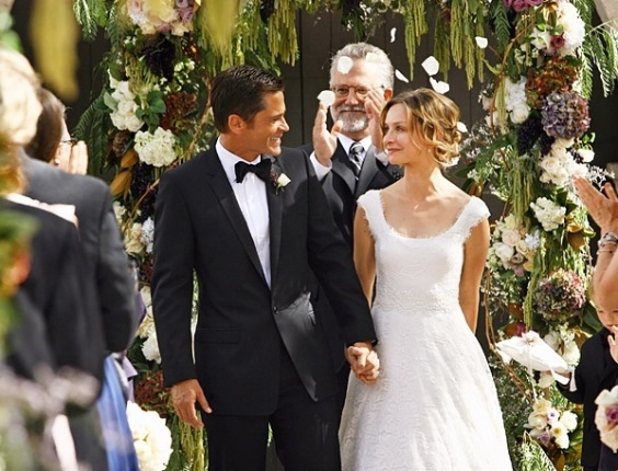 Casamento de Robert McCallister (Rob Lowe) com Kitty McCallister (Calista Flockhart) na série