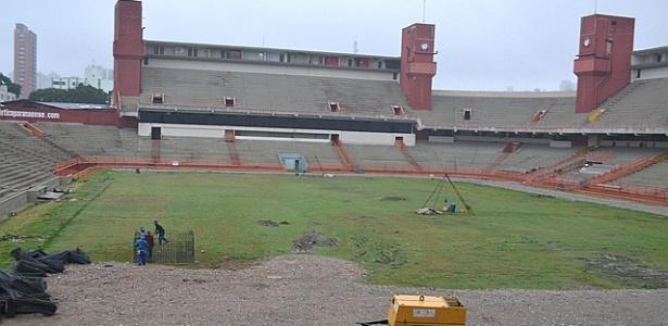 Estádio Arena da Baixada, em obras para a Copa de 2014 (08/06/2012)