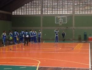 Marcos Assunção arriscou-se no basquete
