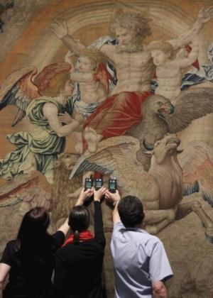Museu do Prado e Louvre se reúnem para maior exposição sobre o pintor renascentista Rafael Sanzio. A exposição está em cartaz no Museu do Prado, em Madri, a partir de 12/6