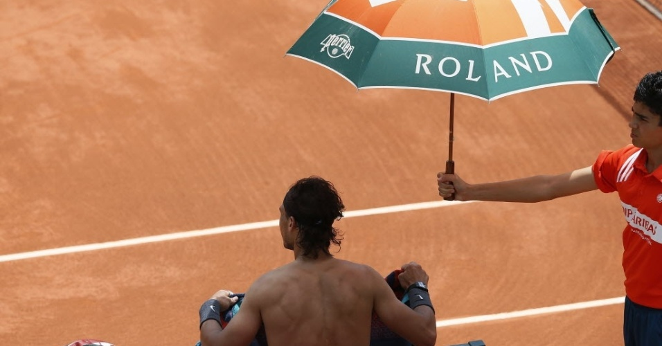 Semifinal entre Rafael Nadal e David Ferrer foi interrompida pela chuva nesta sexta-feira