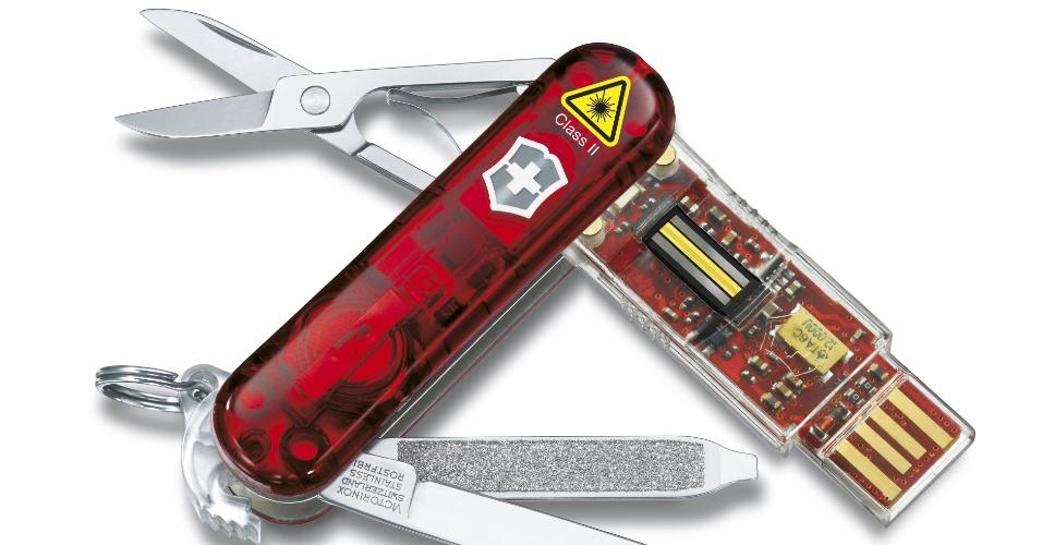 8.jun.2012- Um pendrive já virou item básico de sobrevivência. A prova disso é que já está incluso no canivete suiço Victorinox Presentation Master. Além das tradicionais tesouras, alicates e facas, o canivete conta com o item que permite ao usuário guardar dados importantes. Há opções de 8GB ($148.95), 16GB ($192.95) e 32GB ($274.95) na loja oficial da Victorinox