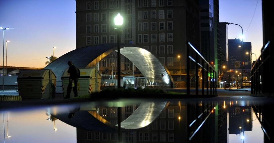 9.jun.2012 - Frio em Porto Alegre, no RS