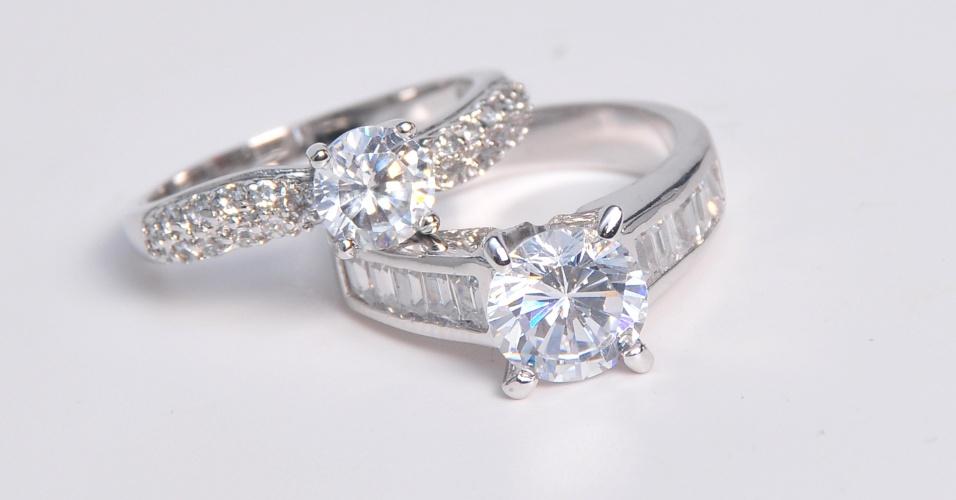 Anéis de ouro branco com brilhantes de Rosana Chinche (www.rosanachinche.com.br)