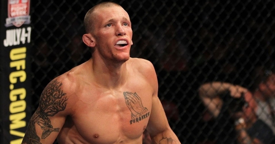 Dustin Pague comemora vitria rpida no UFC on FX 3, por finalizao