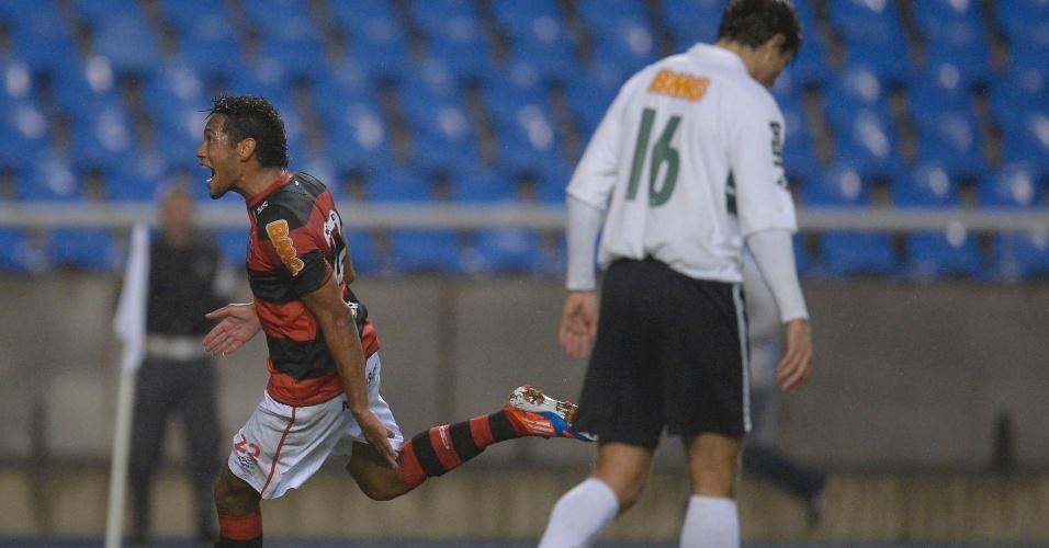 Hernane celebra gol em partida contra o Coritiba no Engenhão pelo Brasileiro