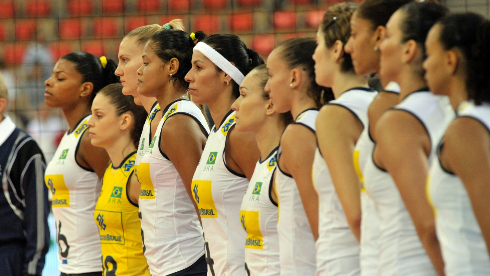 Jogadoras brasileiras perfiladas antes do confronto contra a Sérvia pelo Grand Prix