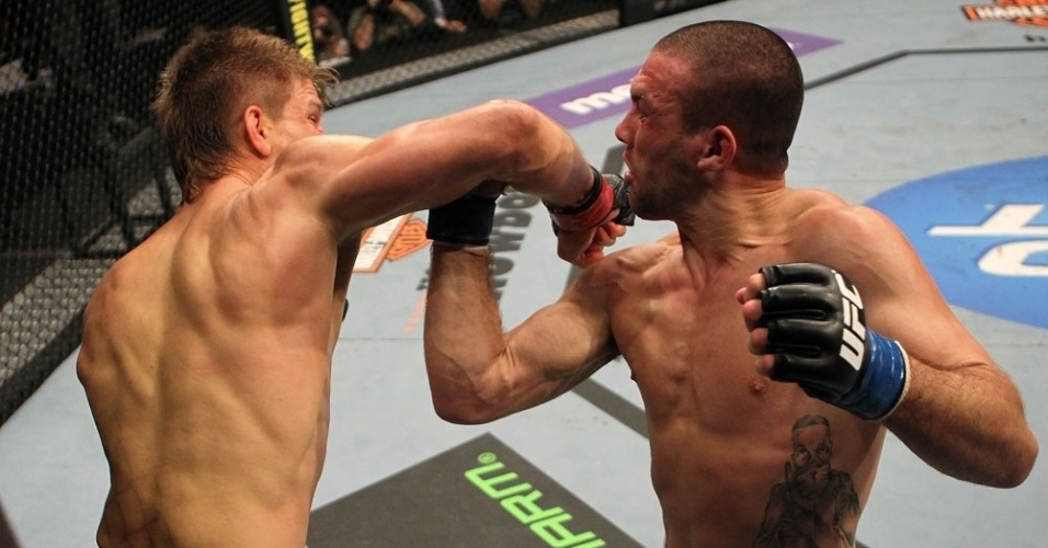 Mike Pyle nocauteia Josh Neer e volta a vencer aps triunfo no UFC Rio 2
