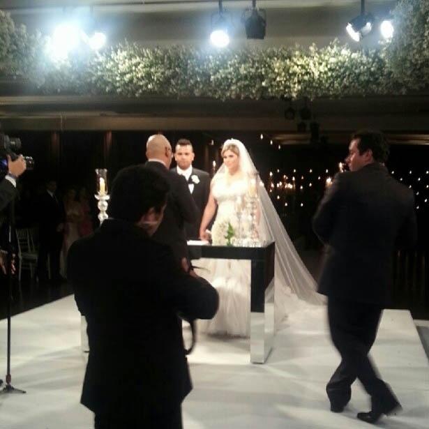 Mirella Santos mostra, no Twitter, foto do casamento de Dani Souza e Dentinho na Casa Petra Moema, em São Paulo (9/6/2012)