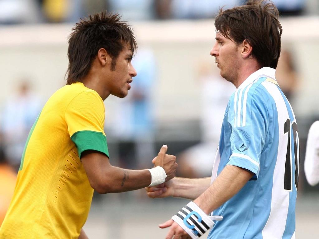 http://imguol.com/2012/06/09/neymar-cumprimenta-messi-apos-a-vitoria-argentina-craques-trocaram-suas-camisetas-1339276994297_1024x768.jpg