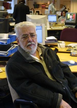 Ivan Lessa na redação da BBC Brasil, em Londres