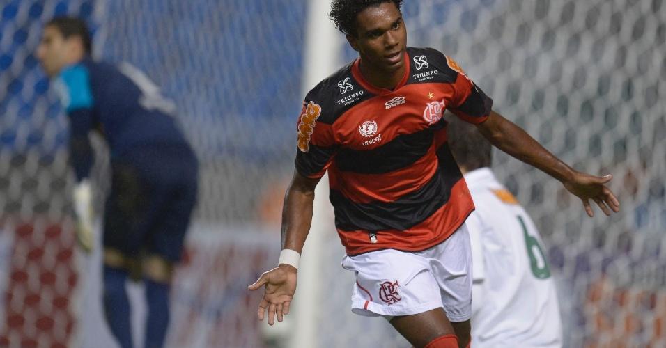 O volante Luiz Antônio comemora gol em jogo no Engenhão pelo Brasileirão contra o Coritiba