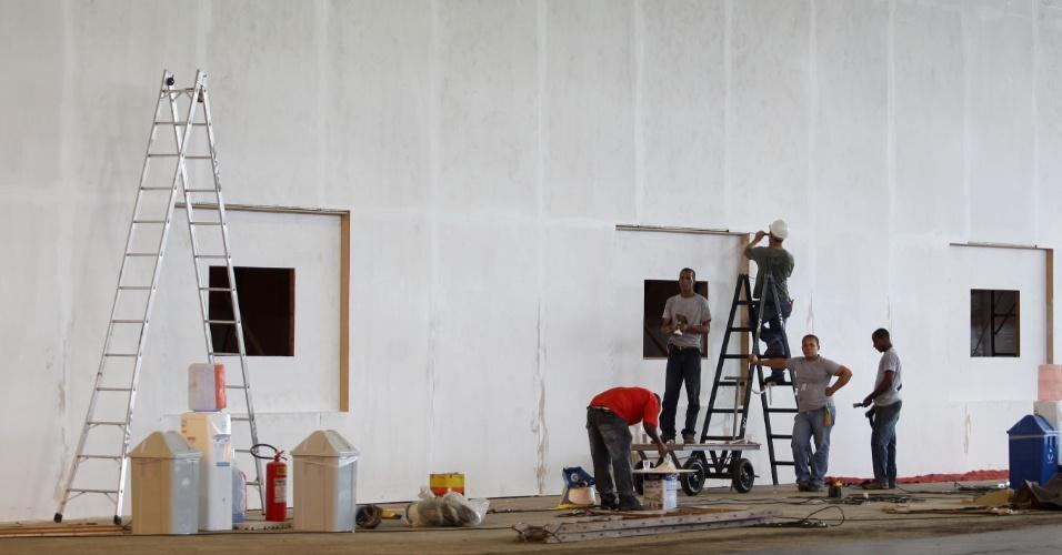 Obras de acabamento no interior das instalações do Riocentro