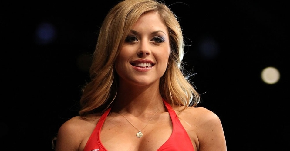Ring girl Brittney Palmer desfila em Sunrise, Flrida, no UFC on FX 3