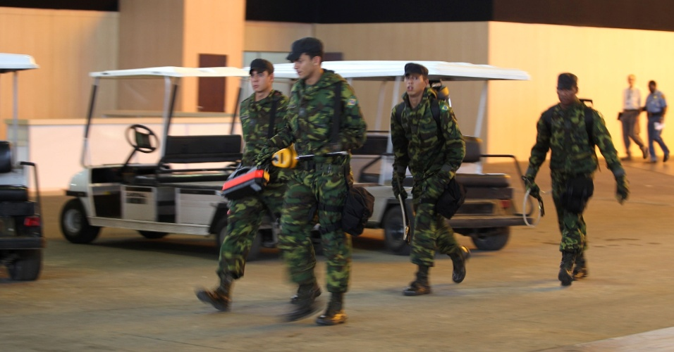 Soldados do Exército dentro do Riocentro