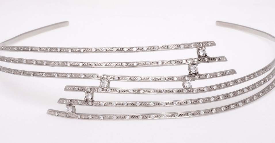 Tiara de prata com pedras de quartzo branco de Rosana Chinche (www.rosanachinche.com.br)