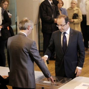 Hollande no momento do voto nas eleições legislativas, no último domingo; primeiro turno tranquilizou o presidente sobre as perspectivas da política interna