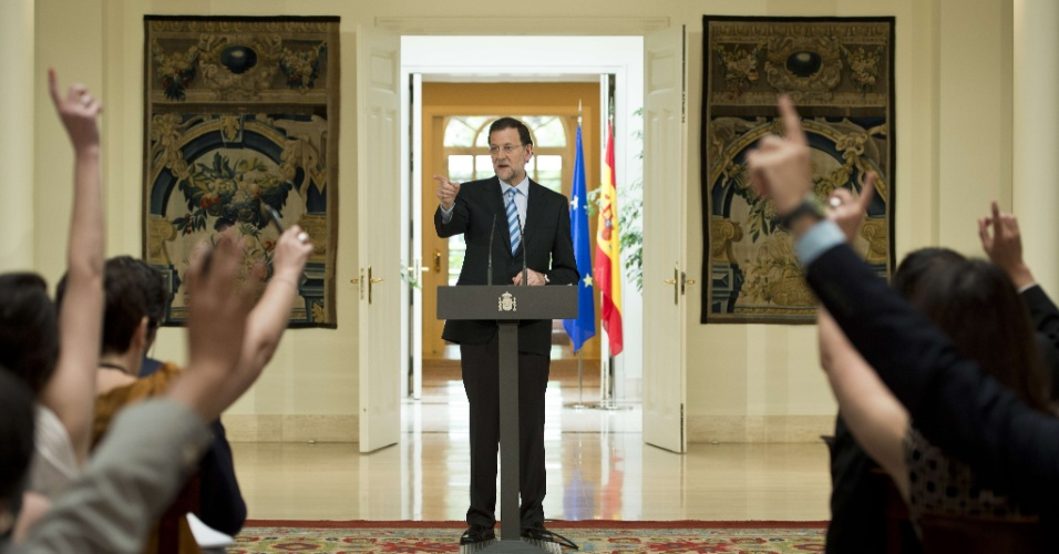 10.jun.2012 - Primeiro ministro da Espanha, Mariano Rajoy, nega press&#227;o de outras na&#231;&#245;es para pedido de ajuda