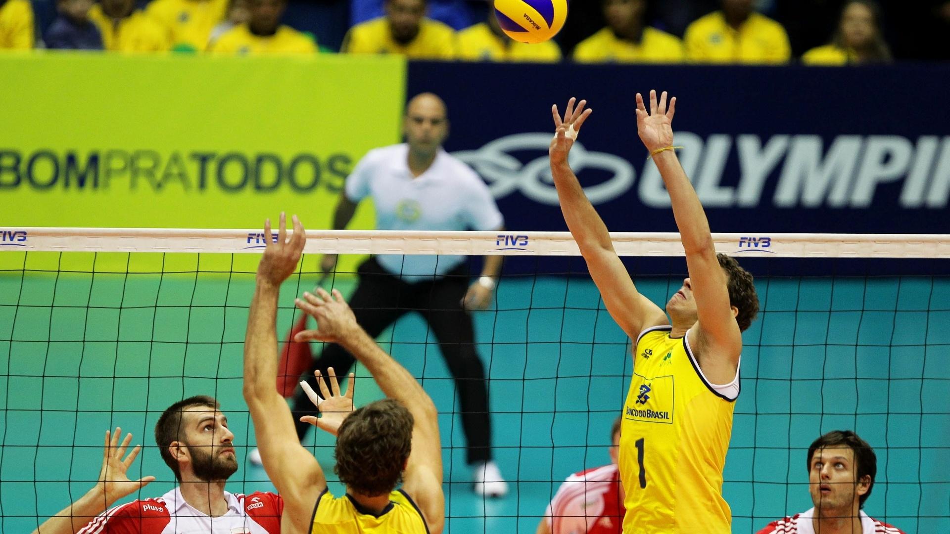 Bruninho começou como titular a partida entre Brasil e Polônia