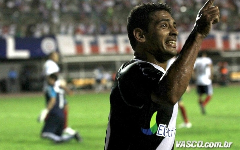 Diego Souza comemora após marcar o segundo gol do Vasco na partida contra o Bahia