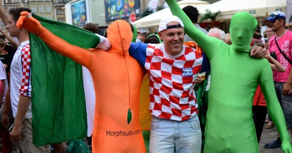 Irlandeses e croatas se confraternizam antes do duelo entre as duas seleções pelo grupo C da Euro-2012