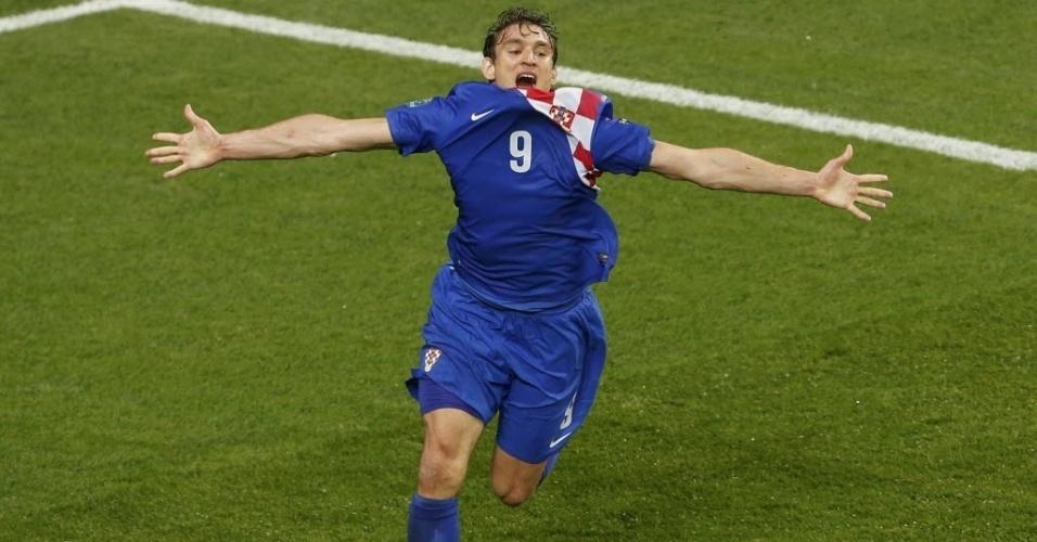 Nikica Jelavic, da Croácia, celebra gol após marcar contra a Irlanda pela Eurocopa