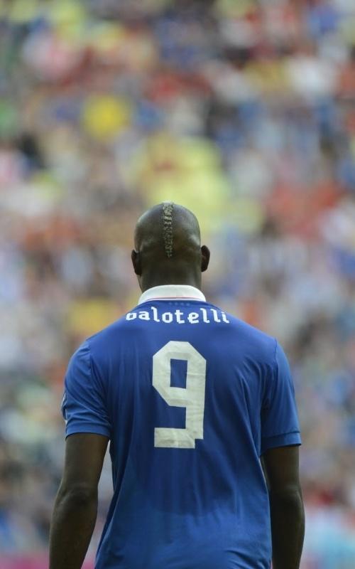 O italiano Mario Balotelli durante partida contra a Espanha pela Eurocopa neste domingo