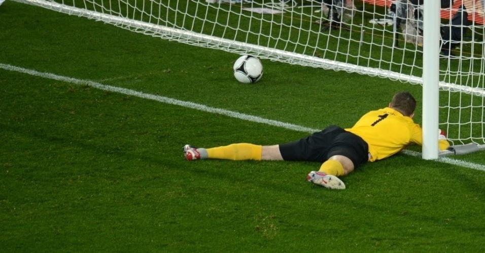 Shay Given, goleiro da Irlanda, lamenta gol da Croácia em jogo da Eurocopa em Poznan, na Polônia